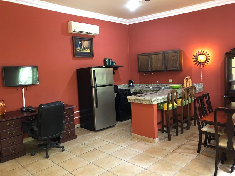 Beautifully Fully Furnished Apartment With Pool, holiday rental in El Centenario