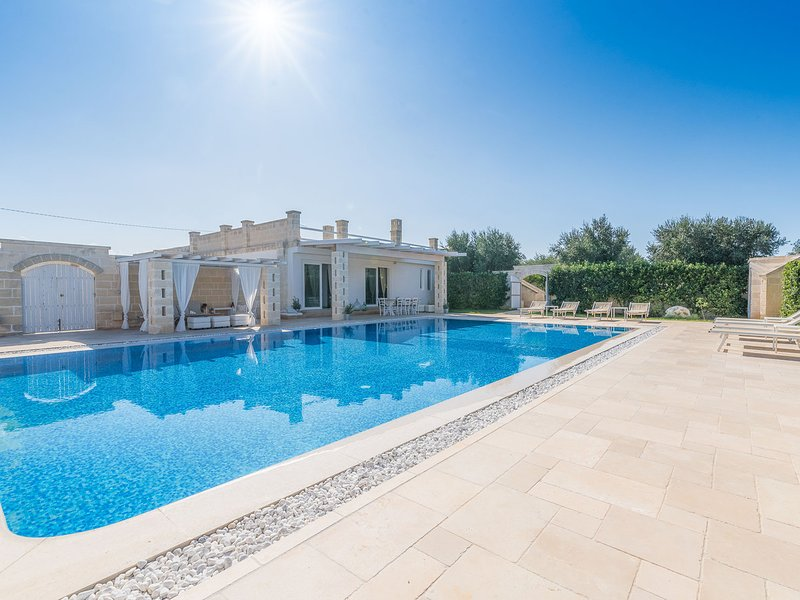 Pantanagianni-Pezze Morelli Villa Sleeps 8 with Pool Air Con and WiFi - 5829658, vacation rental in Carovigno
