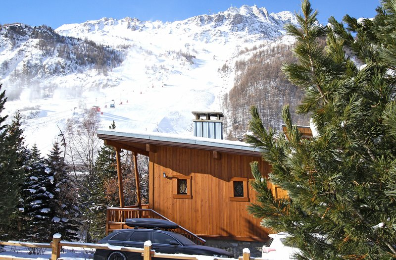 Val d Isere Chalet Sleeps 12 - 5829405, holiday rental in Val d'Isère