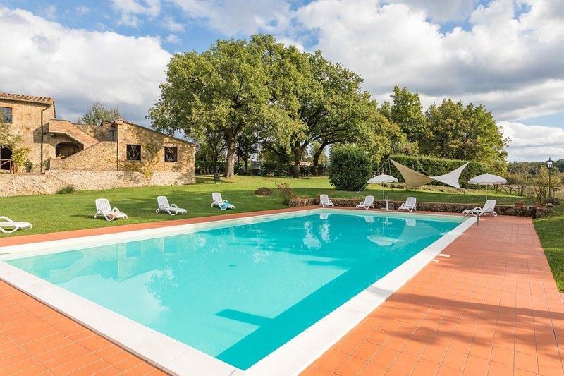 Ciglierese Villa Sleeps 16 with Pool - 5711247, alquiler de vacaciones en Montalcinello