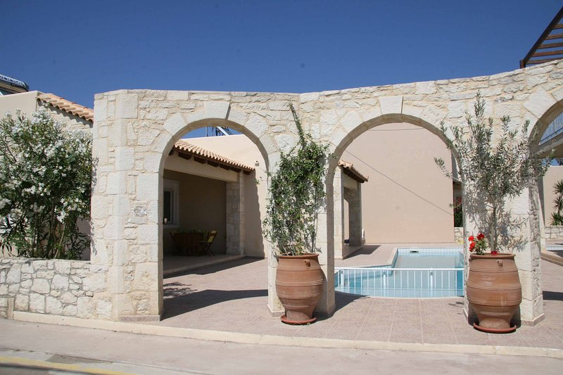Fourty steps from the house to the beach, alquiler vacacional en Nochia
