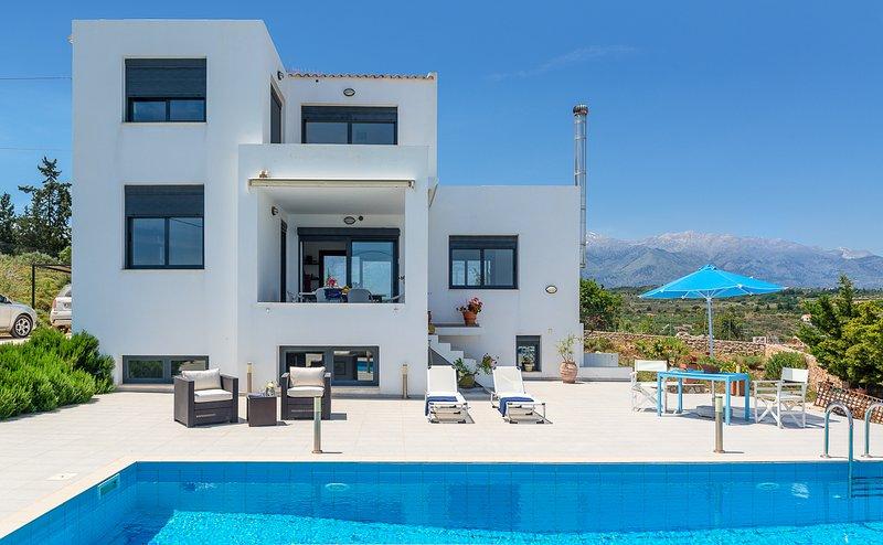 Agios Pavlos Villa Sleeps 8 with Pool and Air Con - 5829634, alquiler de vacaciones en Douliana