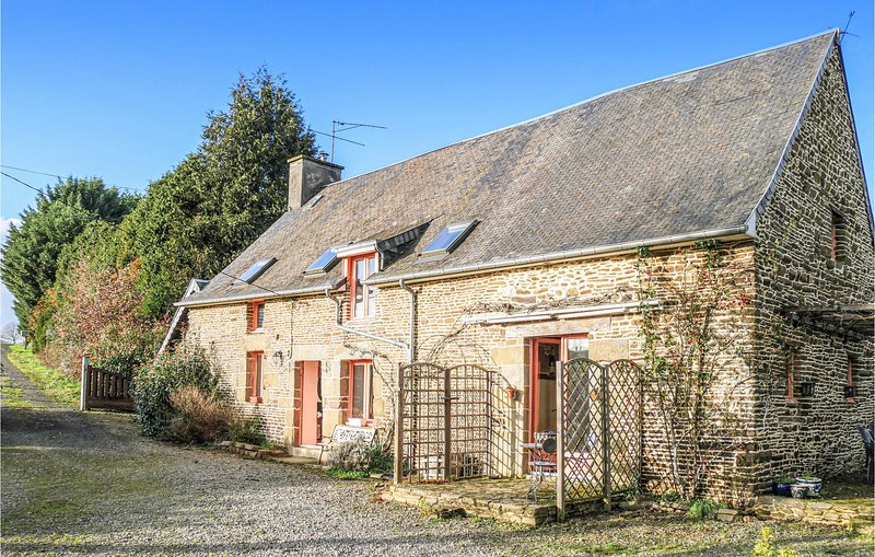 Awesome home in Les Loges Marchis with WiFi and 3 Bedrooms (FNM450), location de vacances à Savigny-le-Vieux