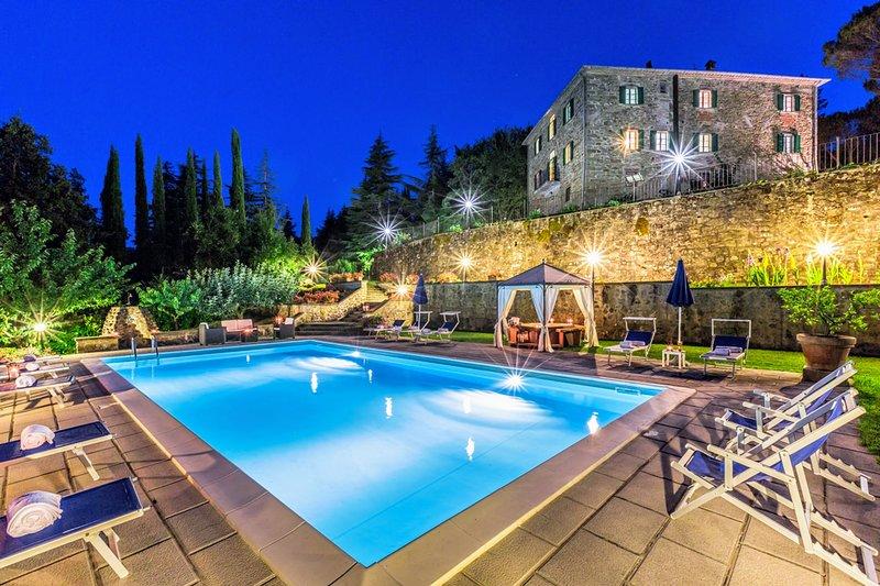 Felcino Nero Villa Sleeps 12 with Pool Air Con and WiFi - 5227156, vacation rental in Le Ville