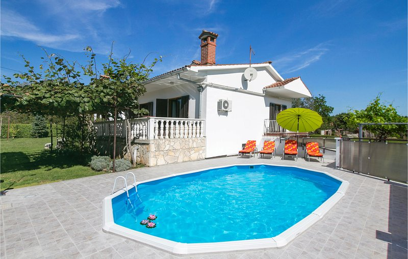 Stunning home in Nedescina with WiFi and 3 Bedrooms (CIK778), casa vacanza a Zupanici