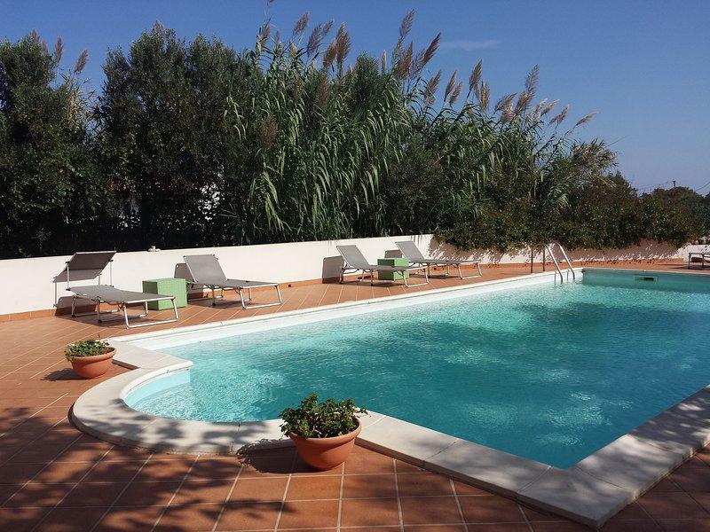 Large, Private 3 Bedroom Villa with Pool near the Beach, Ferienwohnung in La Pedraia