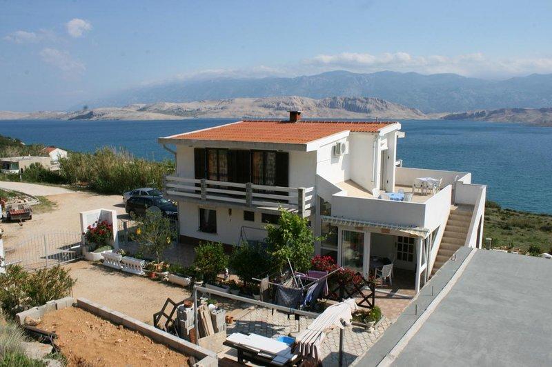 Stan Trigraci Apartment Sleeps 3 with Air Con - 5465997, location de vacances à Bosana