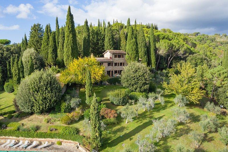 Castellinuzza Villa Sleeps 6 with Pool Air Con and WiFi - 5818189, casa vacanza a Casole