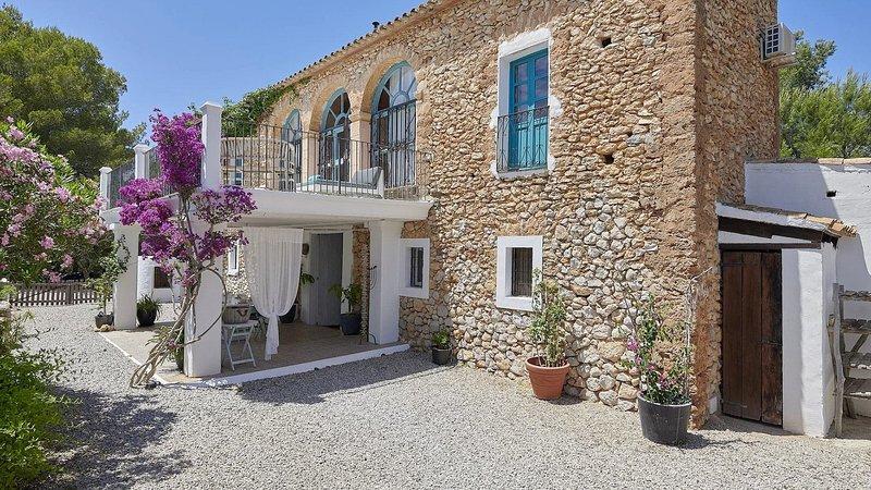 Can Furnet Villa Sleeps 12 with Pool Air Con and WiFi - 5817687, vacation rental in Roca Llisa