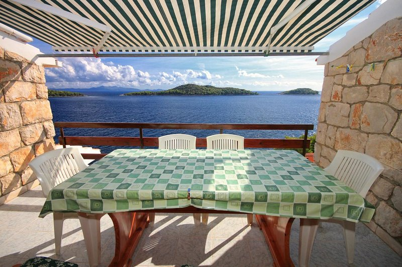 Prizba Apartment Sleeps 8 with Air Con - 5469335, holiday rental in Prizba