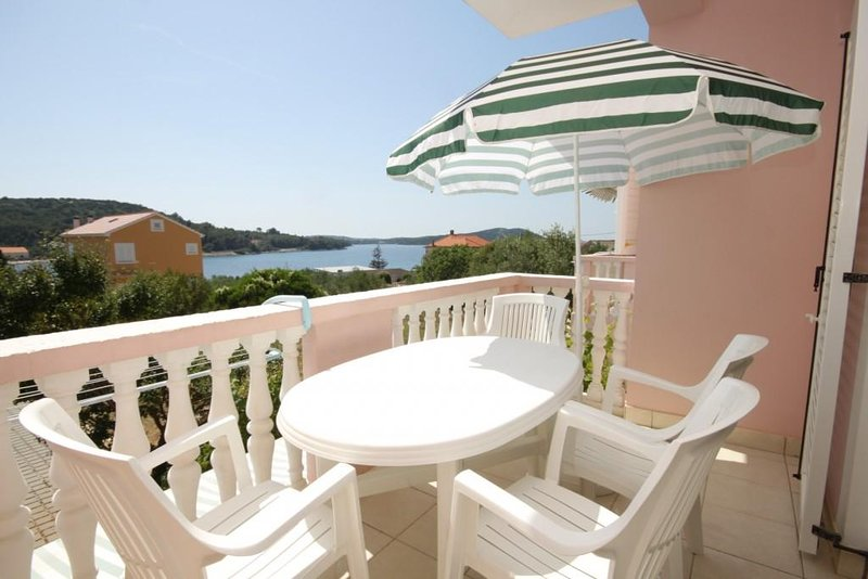 Soline Apartment Sleeps 4 with Air Con - 5459359, aluguéis de temporada em Dragove