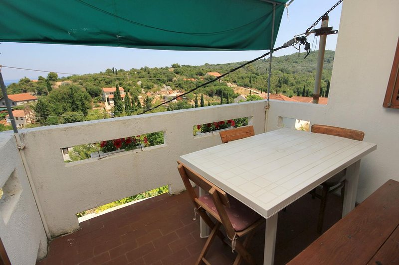 Zman Apartment Sleeps 5 with Air Con - 5459878, holiday rental in Zman