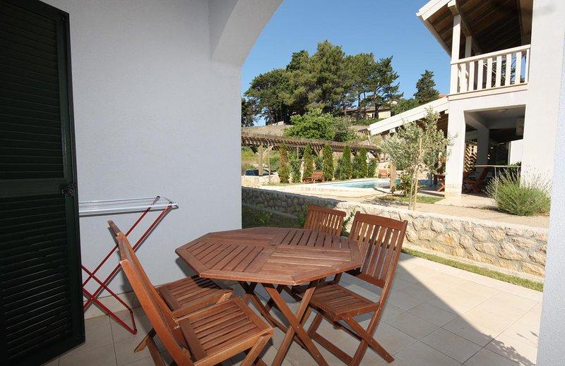 Mundanije Apartment Sleeps 4 with Pool and Air Con - 5461788, vacation rental in Mundanije