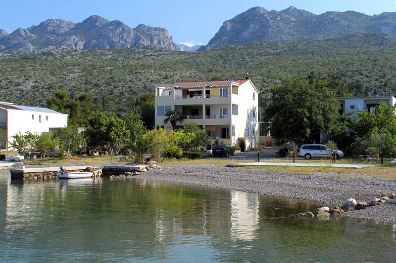 Skiljic Apartment Sleeps 3 with Air Con - 5466168, holiday rental in Seline