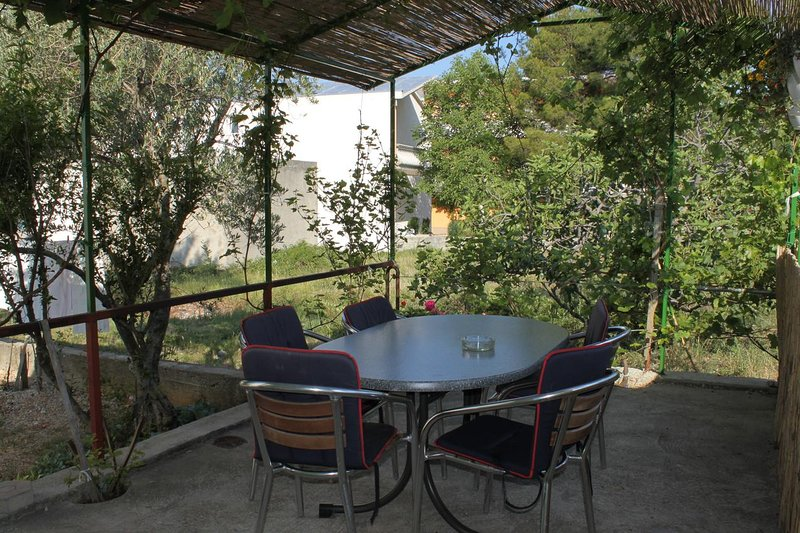 Skiljic Apartment Sleeps 4 with Air Con - 5466171, holiday rental in Seline
