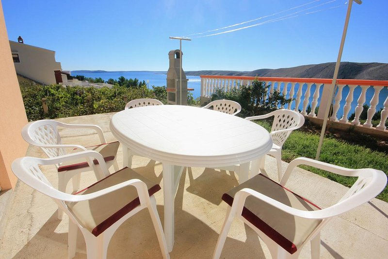Vlasici Apartment Sleeps 6 with Air Con - 5469417, casa vacanza a Vlasici