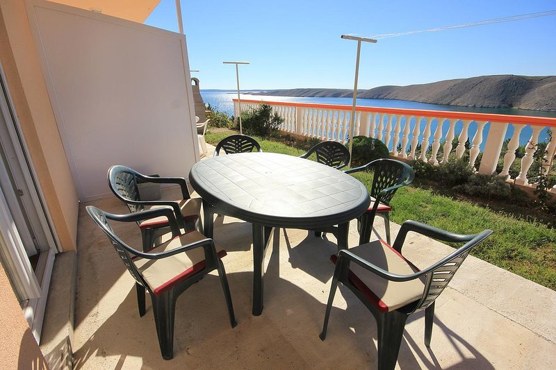 Vlasici Apartment Sleeps 6 with Air Con - 5469416, casa vacanza a Vlasici