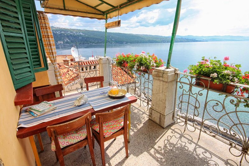 Opatija Apartment Sleeps 3 with Air Con - 5467717, holiday rental in Pobri