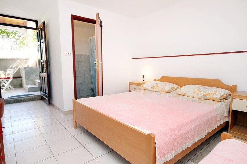 Tkon Apartment Sleeps 3 - 5459686, vacation rental in Zizanj Island