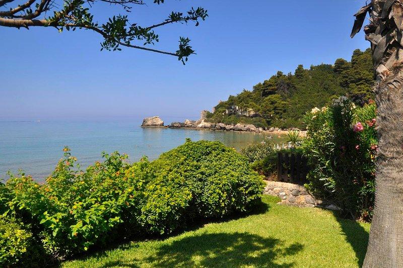 Glyfada Corfu 'New Era'  Home 14 Garden by the sea, holiday rental in Vatos