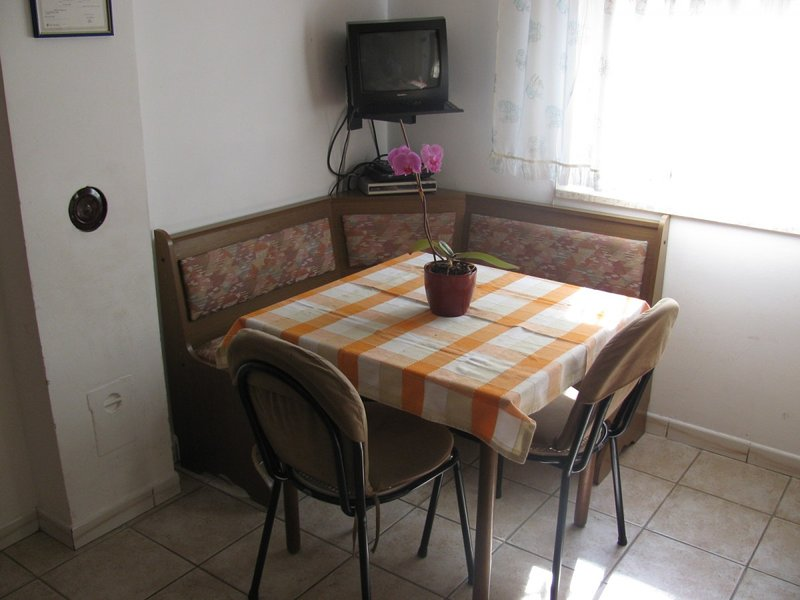 Holiday home 142185 - Holiday apartment 122696, holiday rental in Vintijan