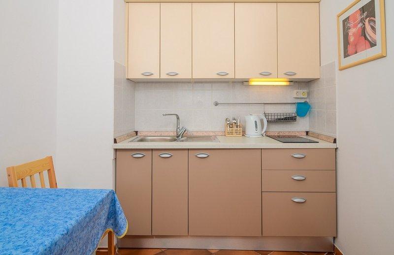 Holiday home 109646 - Holiday apartment 9844, location de vacances à Turanj