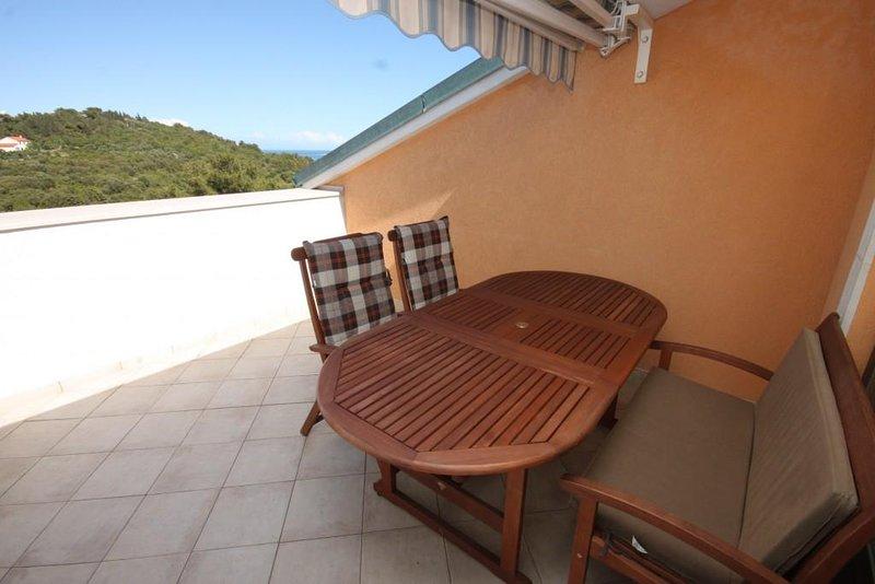 Mali Losinj Apartment Sleeps 8 with Air Con - 5578523, vacation rental in Veli Lošinj