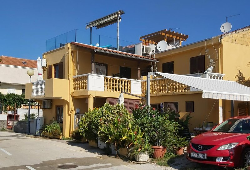 Posedarje Apartment Sleeps 4 with Air Con - 5645067, holiday rental in Posedarje