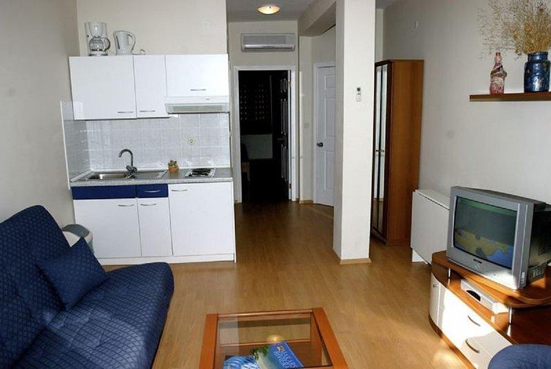 Holiday home 140695 - Holiday apartment 118816, casa vacanza a Drvenik