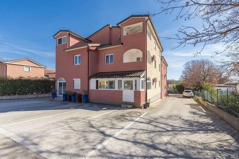 Holiday home 187122 - Holiday apartment 218985, location de vacances à Fiorini