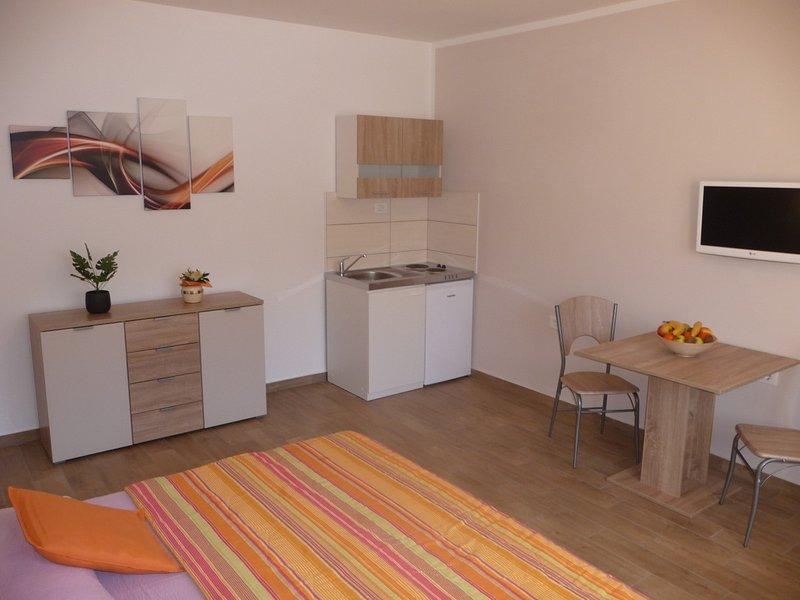 Holiday home 172368 - Studio apartment 223644, location de vacances à Finida
