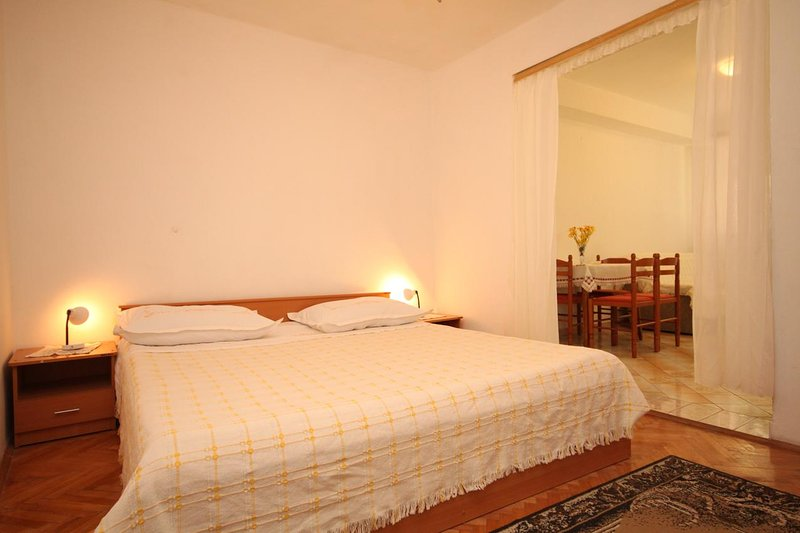 Tucepi Apartment Sleeps 3 with Air Con - 5466684, location de vacances à Marasi