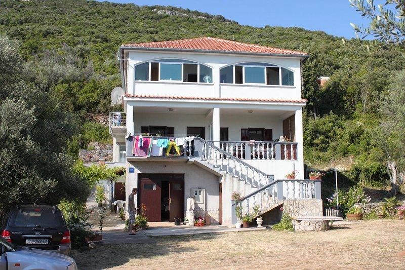 Zman Apartment Sleeps 4 with Air Con - 5468003, location de vacances à Luka