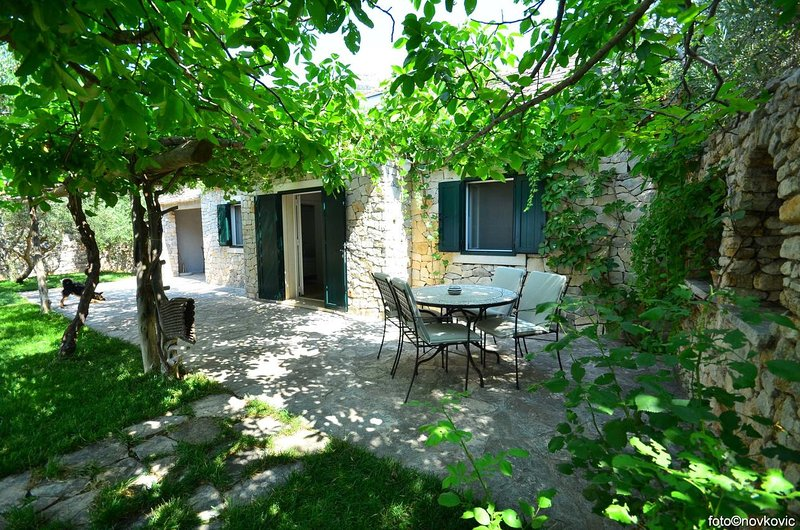 Bol Holiday Home Sleeps 4 with Pool and Air Con - 5810182, casa vacanza a Murvica