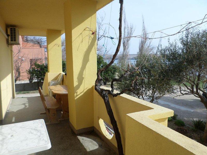 Dinjiska Apartment Sleeps 6 with Air Con - 5469522, casa vacanza a Dinjiska
