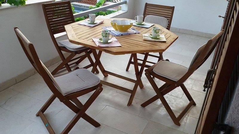 Jelsa Apartment Sleeps 4 with Air Con - 5470415, casa vacanza a Pitve