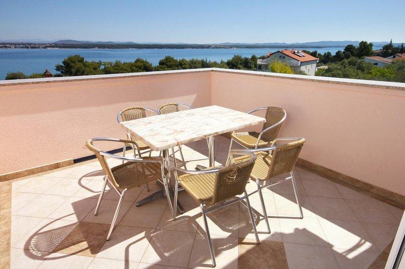 Tkon Apartment Sleeps 6 with Air Con - 5465532, vacation rental in Zizanj Island