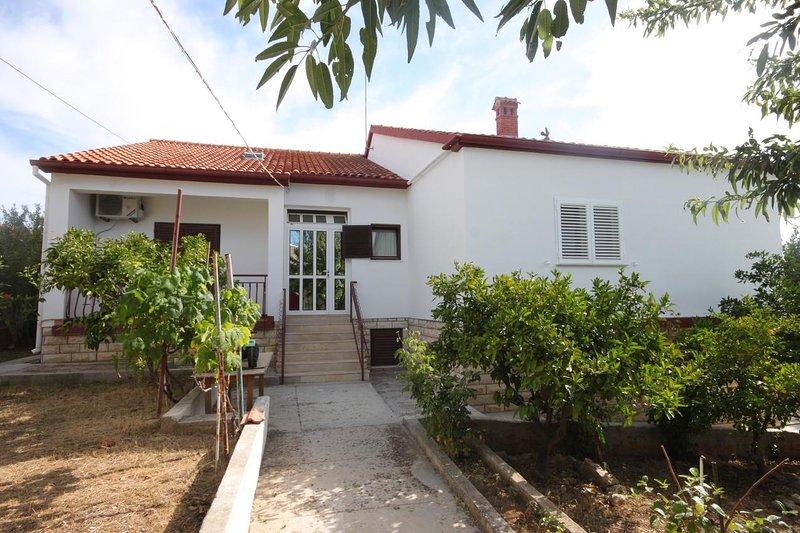 Poljana Apartment Sleeps 5 with Air Con - 5468078, holiday rental in Preko
