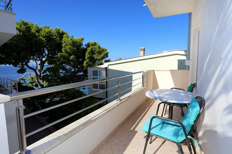 Promajna Apartment Sleeps 4 with Air Con - 5460901, location de vacances à Promajna