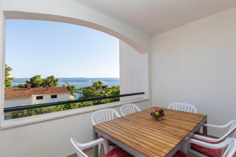 Medici Apartment Sleeps 6 with Air Con - 5811092, vacation rental in Medici