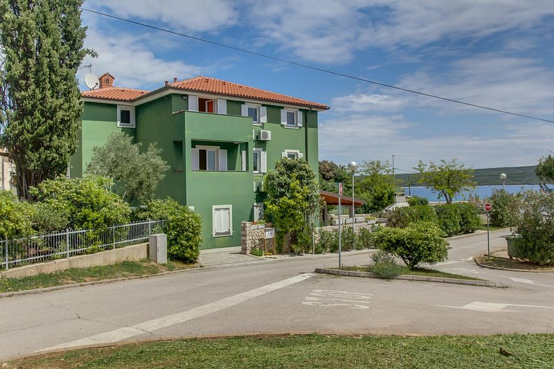 Nerezine Apartment Sleeps 6 with Air Con - 5470871, vacation rental in Nerezine
