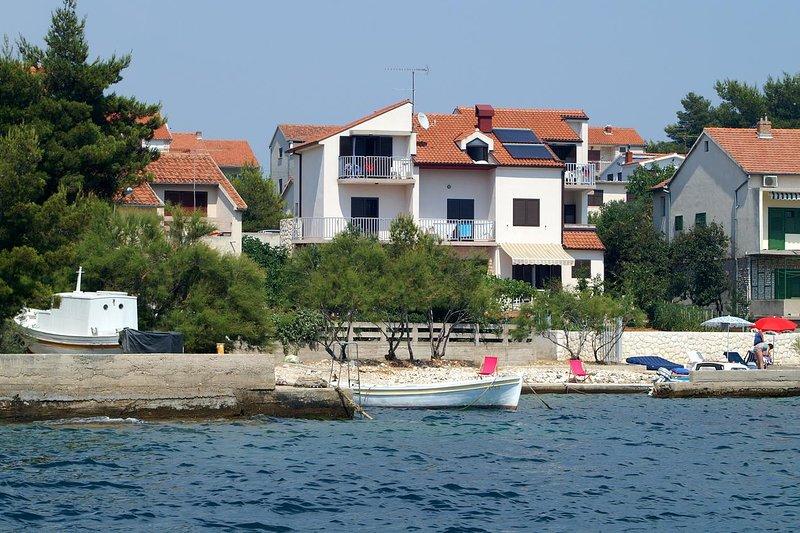 Brodarica Apartment Sleeps 4 - 5471980, holiday rental in Krapanj