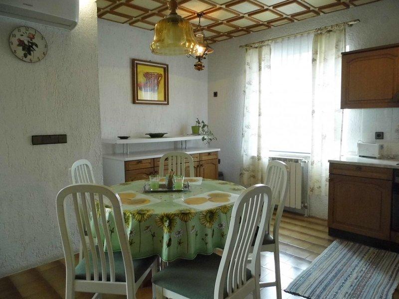 Holiday home 122206 - Holiday apartment 38659, location de vacances à Radici