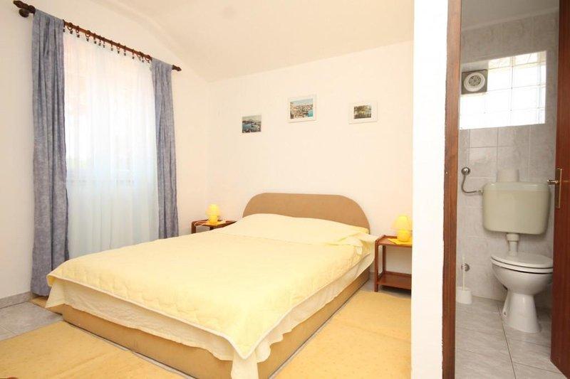 Mali Losinj Apartment Sleeps 3 with Air Con - 5467819, holiday rental in Cunski