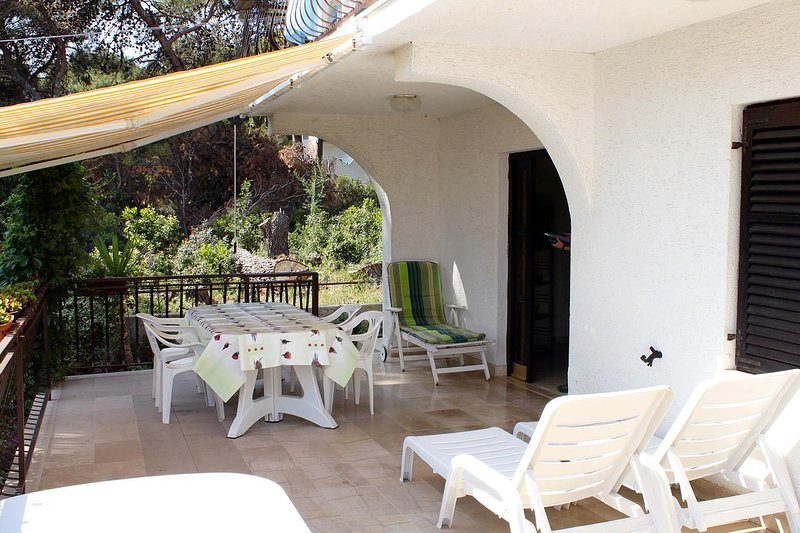 Brgulje Apartment Sleeps 4 with Air Con - 5465582, casa vacanza a Silba