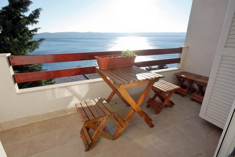 Fistanici Apartment Sleeps 7 with Air Con - 5465195, vakantiewoning in Pisak