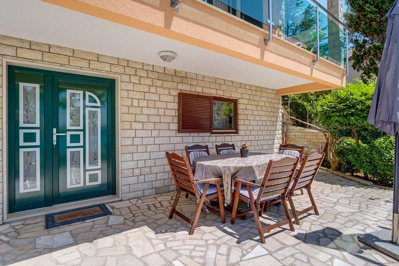 Mali Losinj Apartment Sleeps 4 with Air Con - 5464285, holiday rental in Cunski