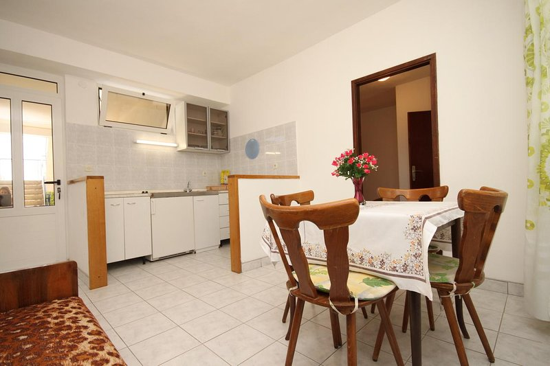 Tucepi Apartment Sleeps 3 with Air Con - 5466681, location de vacances à Marasi