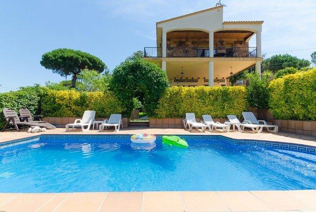Santa Ceclina Villa Sleeps 8 with Pool - 5644083, holiday rental in Cartella