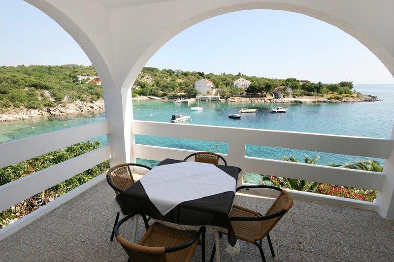 Stanisce Apartment Sleeps 4 with Pool and Air Con - 5465913, location de vacances à Potocnica